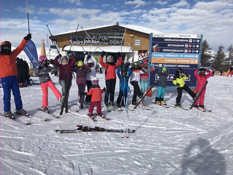 Ski fahren mit den Kindern aus Rumänien